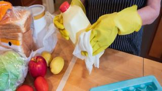 آیا بسته های مواد خوراکی برای کرونا نیاز به ضد عفونی دارند؟
