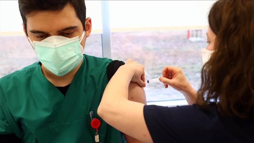 چرا ممکن است عوارض جانبی واکسن در افرادی که قبلاً COVID-19 داشته اند، بیشتر باشد؟