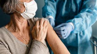 آیا باید واکسن کرونا را تزریق کرد؟
